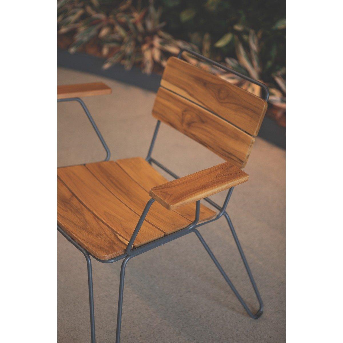 Cadeira Tramontina Tarsila com Braços em Madeira Teca Estrutura em Aço Carbono e Acabamento Ecoclear Grafite